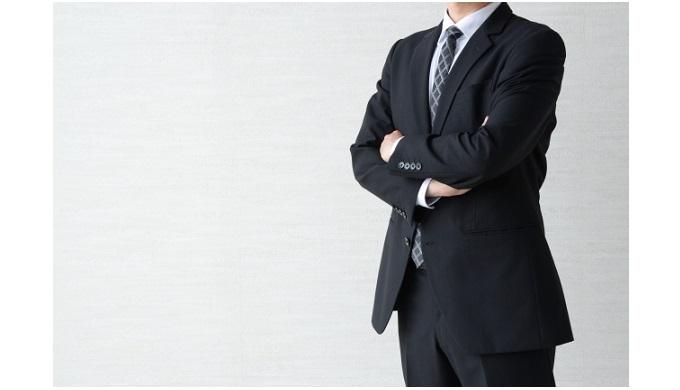 スーツ_腕組み