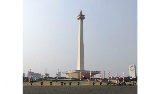 ジャカルタのモナス(独立記念塔)は、平日でも1時間は並ぶ